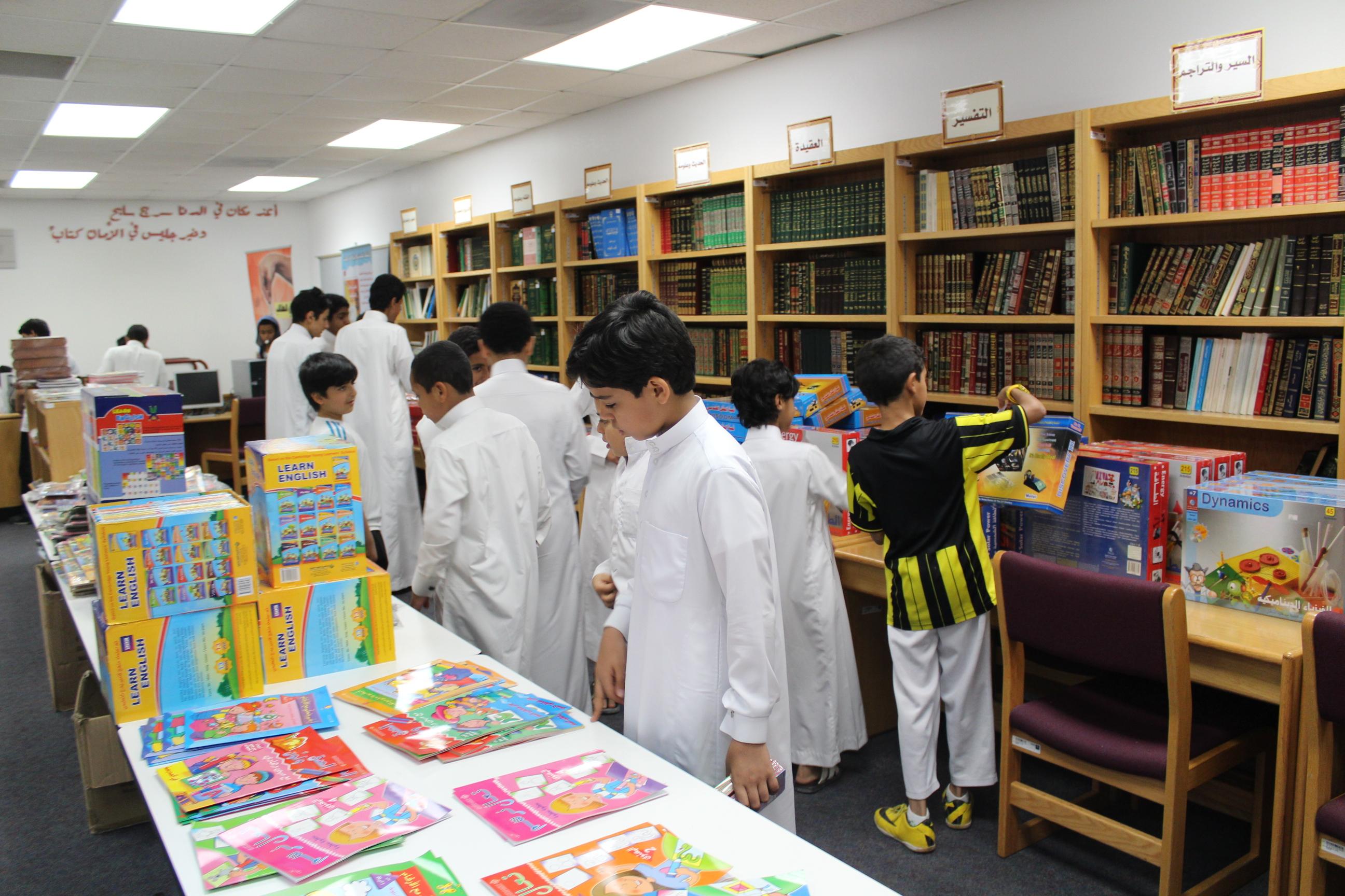 زيارة معرض الكتاب بمدرسة سعود بن جلوي